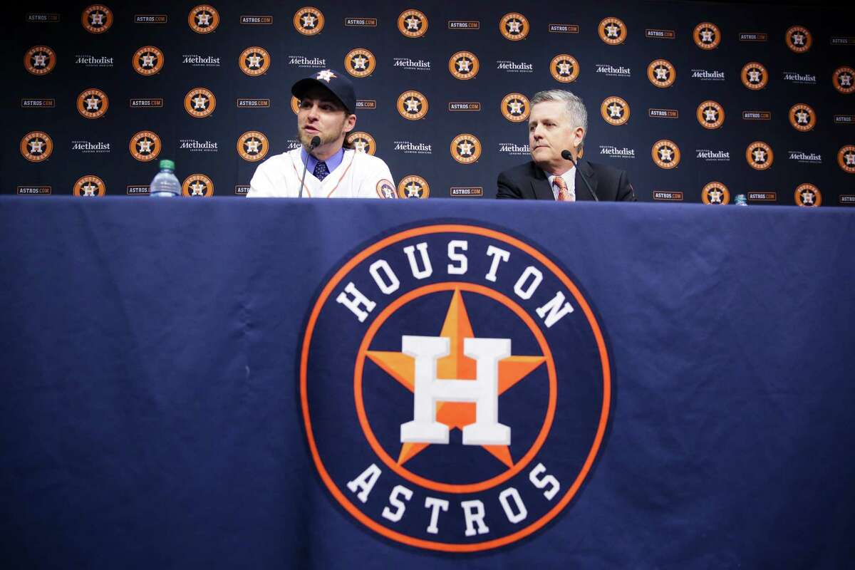 Houston Astros general manager Jeff Luhnow, right, introduces new outfielder Josh Reddick at Minute Maid Park Wednesday, Nov. 23, 2016 in Houston.