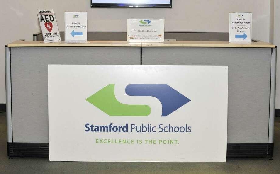 Stamford Public Schools sign Photo: Michael Cummo / Hearst Connecticut Media / Stamford Advocate