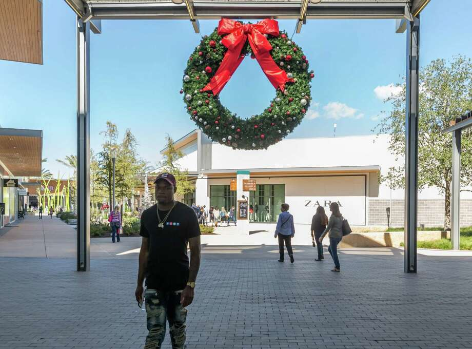 Baybrook Mall in the Friendswood area is expecting larger crowds on Black Friday this year due to a 600,000-square-foot expansion completed last month. Photo: Leslie Plaza Johnson, Freelancer / Freelance