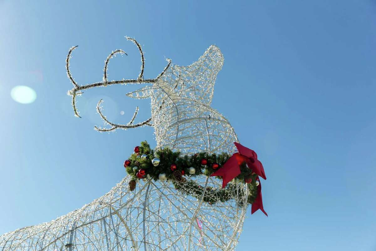 November 21, 2016: Holiday decorations welcome shoppers and diners to Baybrook Mall in Friendswood, Texas. (Leslie Plaza Johnson/Freelance)