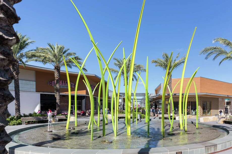 November 21, 2016:  The green grasses fountain is located inside the expansion section of Baybrook Mall in Friendswood, Texas.  (Leslie Plaza Johnson/Freelance) Photo: Leslie Plaza Johnson, Freelancer / Freelance