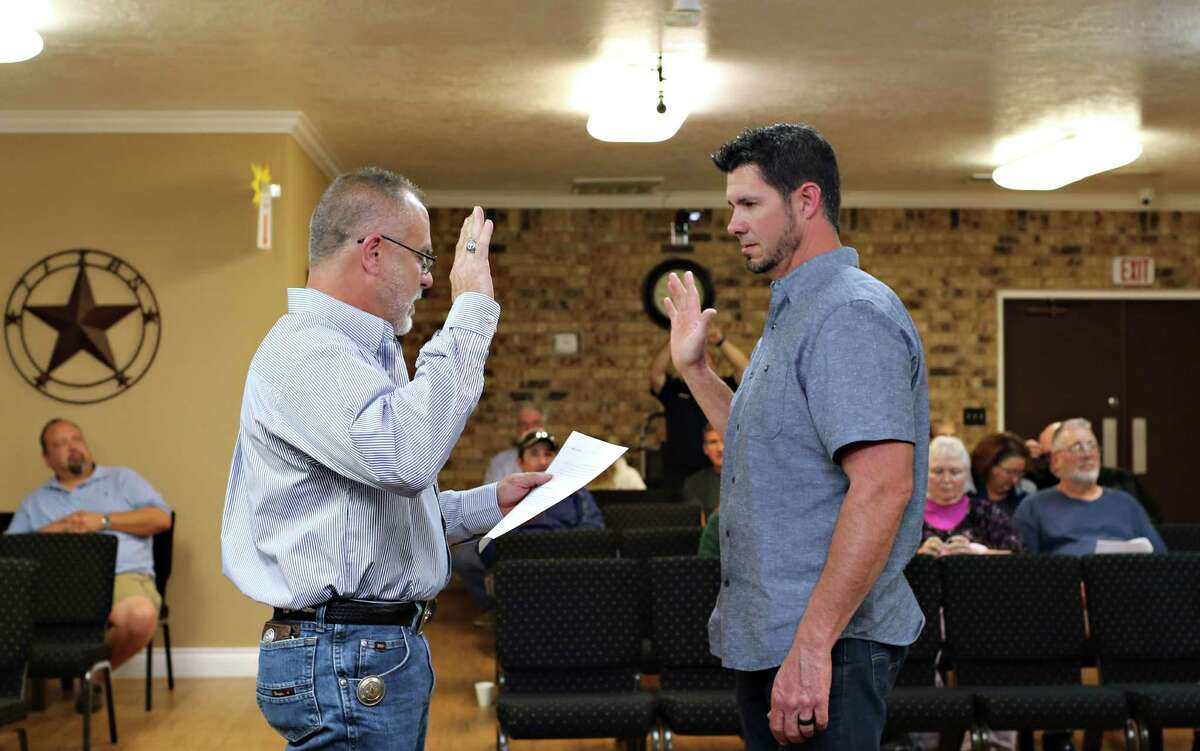 Roman Forest Mayor Chris Parr (left) swears-in incoming council member Tony Garza (right) to Roman Forest City Council position 1 during the regular city council meeting Monday, Nov. 21 at Roman Forest City Hall.