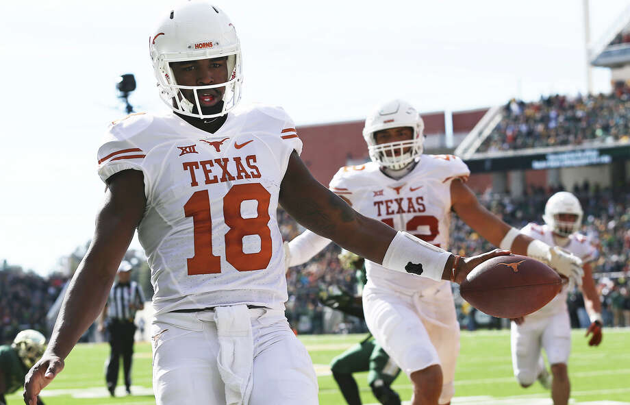"Tyrone Swoopes has produced 19 rushing touchdowns the last two seasons as the driving force in Texas'  ""18-wheeler"" package. Photo: TOM REEL, STAFF / 2015 SAN ANTONIO EXPRESS-NEWS"