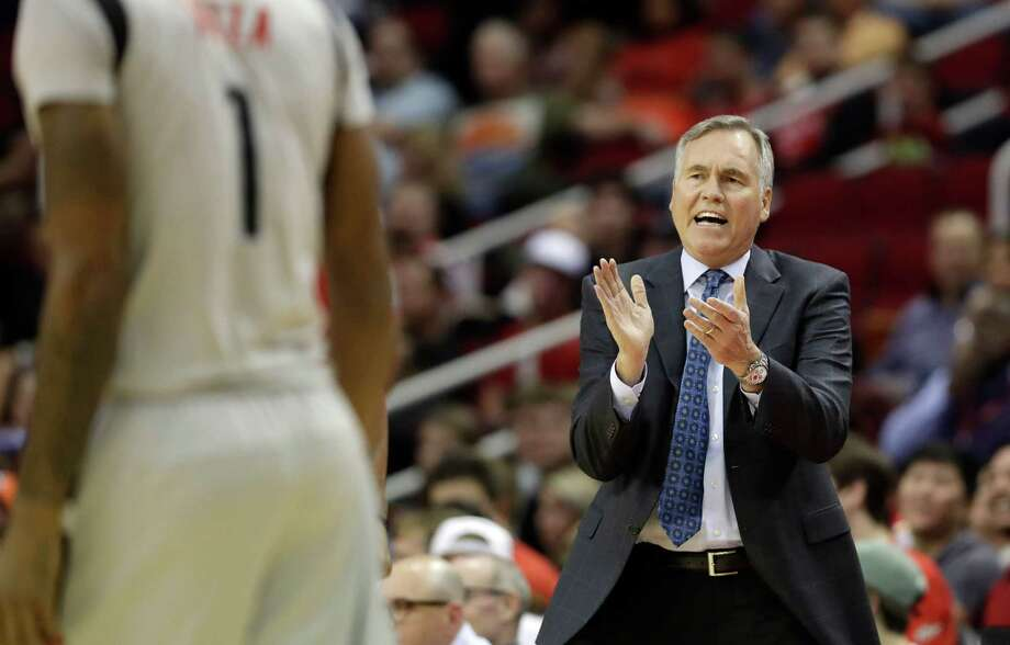 """If you think """"X"""" and """"O"""" strategies are complicated, toss in the  psychological makeup of players, as NBA coaches like Houston's Mike D'Antoni understand. Photo: David J. Phillip, Associated Press / AP"""