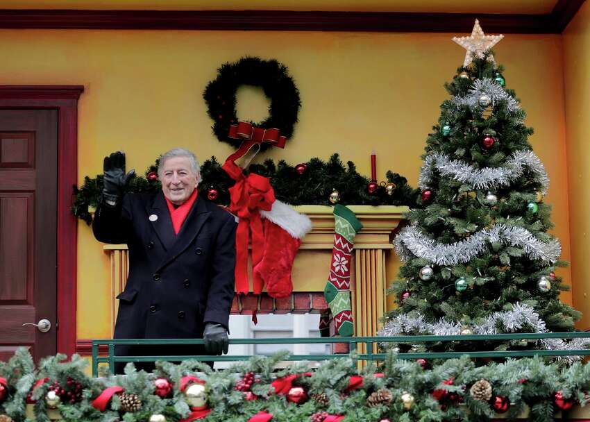 Singer Tony Bennett waves from a float during the Macy's Thanksgiving Day parade, Thursday, Nov. 24, 2016, in New York. (AP Photo/Julie Jacobson)