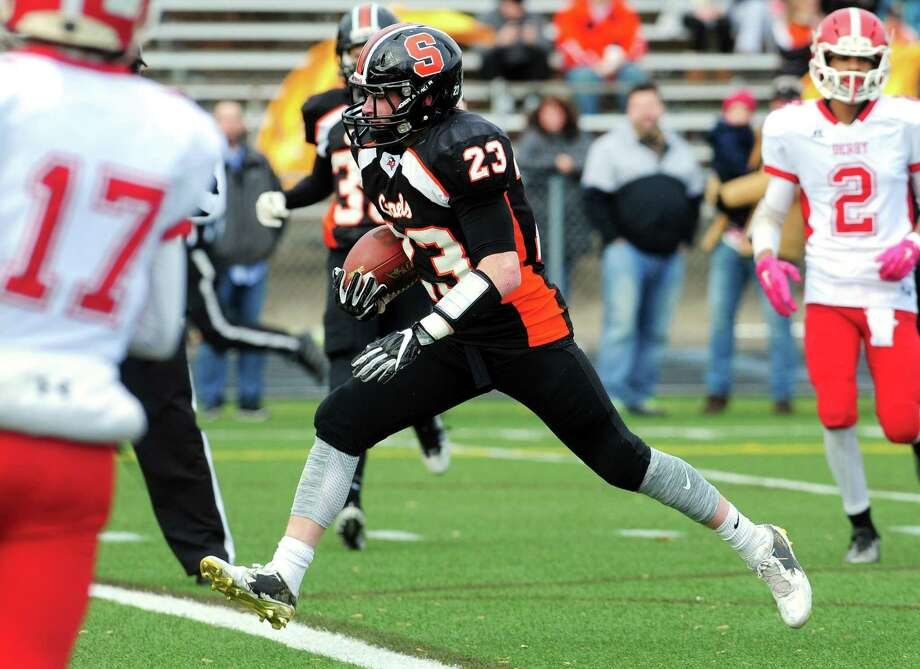 Shelton's Ronnie Rich heads into the end zone to score a touchdown against Derby during Thanksgiving Day football action in Shelton, Conn. on Thursday Nov. 24, 2016. Photo: Christian Abraham / Hearst Connecticut Media / Connecticut Post