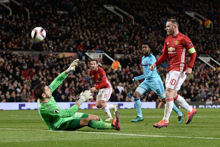 Manchester United's Wayne Rooney chips over Feyenoord goalkeeper Brad Jones to score his first of two goals. Photo: OLI SCARFF, AFP/Getty Images