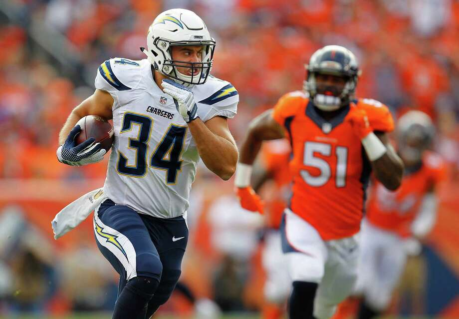 Chargers fullback Derek Watt plays in approximately 10 snaps per game and is a regular on special teams. Photo: K.C. Alfred, MBR / San Diego Union-Tribune