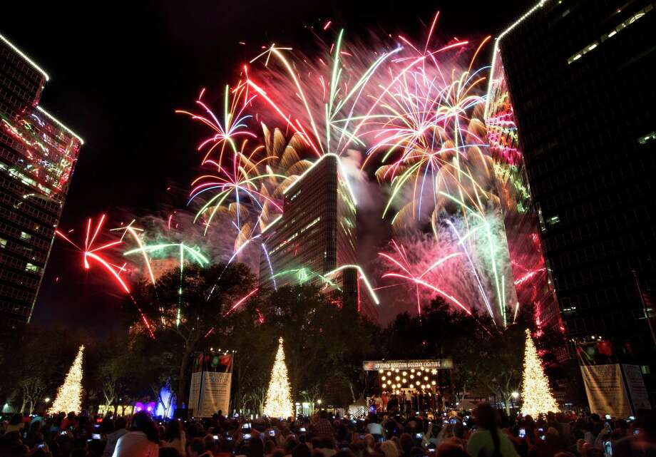 Fireworks explode to the delight of the crowd filling Post Oak Boulevard at the conclusion of the Uptown Houston Holiday Lighting celebration on Nov. 24, 2016. Photo: Mark Mulligan, Houston Chronicle / © 2016 Houston Chronicle
