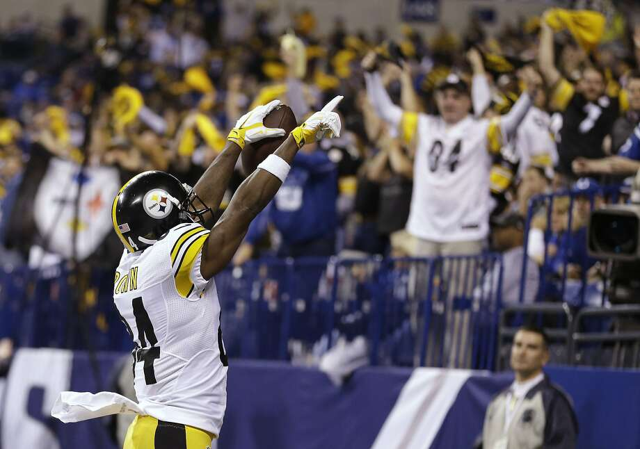 Antonio Brown of the Steelers revels in his third touchdown catch of the night, a 22-yard play in the fourth quarter. Photo: Michael Conroy, Associated Press