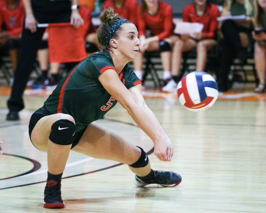 The Woodlands' Mia Primavera (5) digs the ball during the varsity volleyball game against Oak Ridge on Saturday, Nov. 12, 2016, at Johnson Coliseum in Huntsville, Texas. Photo: Michael Minasi/Houston Chronicle