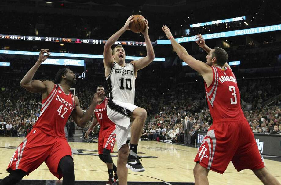 David Lee averaged 8.6 points and 6.3 rebounds in the first round, and was instrumental in helping get the ball moving when the Spurs were on offense. Photo: Kin Man Hui / San Antonio Express-News / ©2016 San Antonio Express-News