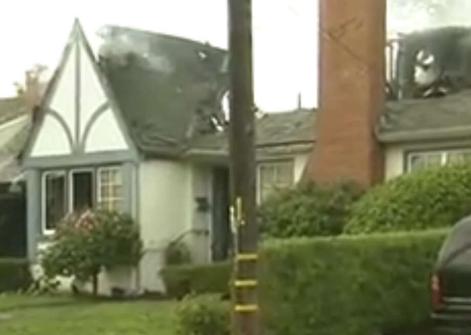 A blaze early this morning killed a 70-year-old woman in San Mateo. Photo: KTVU