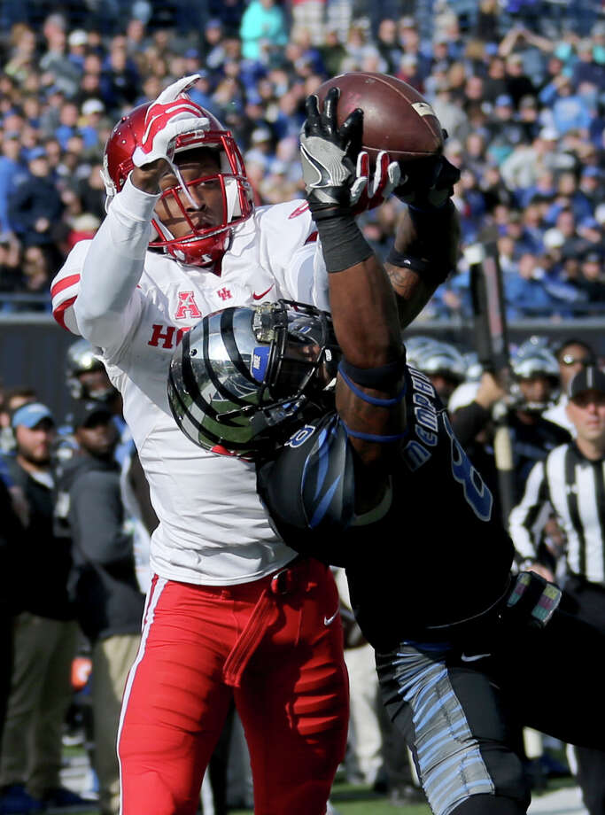Houston receiver Keith Corbin, left, has a pass broken up by Memphis corner back Arthur Maulet (8) in the first half of an NCAA college football game Friday, Nov. 25, 2016, in Memphis, Tenn. (AP Photo/Nikki Boertman) Photo: Nikki Boertman, Associated Press / FR2769 AP