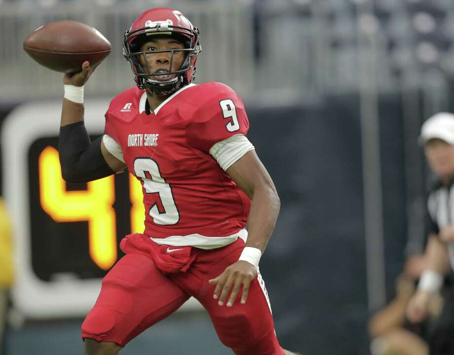 North Shore's quarterback Bryant Badie (9) passes the ball during gClass 6A, Division I region against Katy (10-2) at NRG Stadium on Friday, Nov. 25, 2016, in Houston. Photo: Elizabeth Conley, Houston Chronicle / © 2016 Houston Chronicle