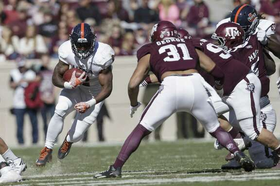 UTSA running back Jarveon Williams (2) rushes for yards during the first quarter gainst Texas A&M on Nov. 19, 2016, in College Station.