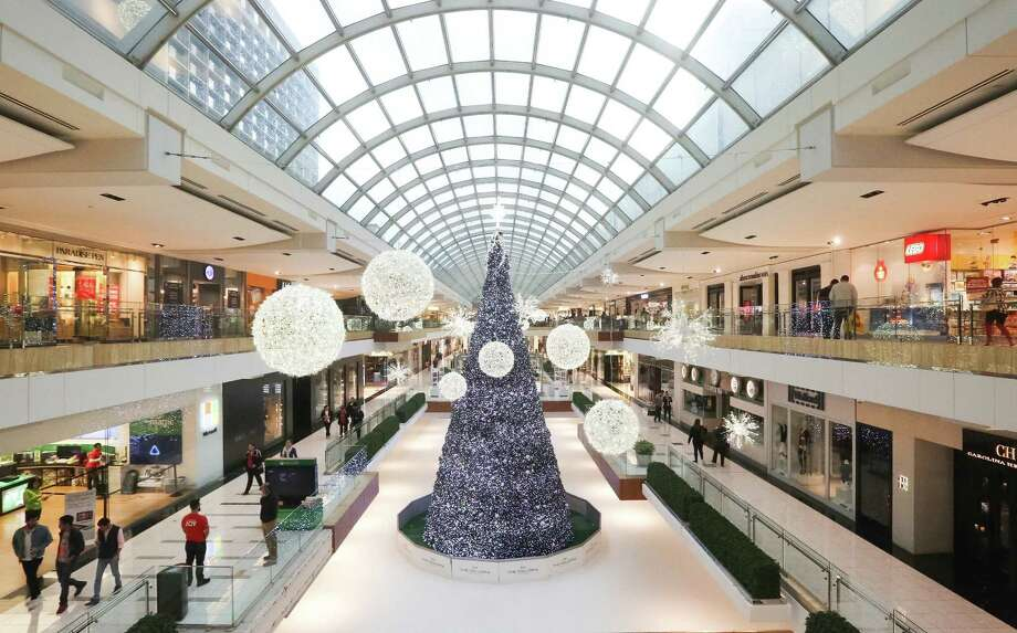 """High-end malls, such as The Galleria in Houston, have thrived as """"B"""" and """"C"""" malls have suffered with the rise of online shopping. Photo: Jon Shapley, Staff Photographer / Houston Chronicle"""