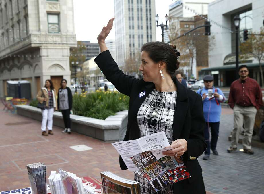 Mayor Libby Schaaf waves to passersby before shopping at downtown Oakland retailers for Plaid Friday. Photo: Paul Chinn, The Chronicle
