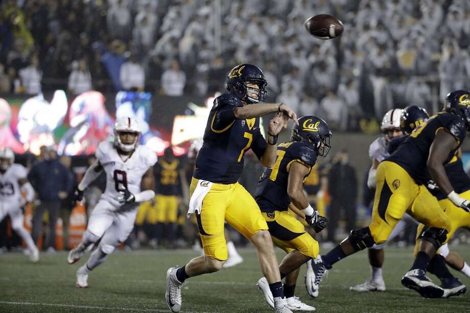 Cal quarterback Davis Webb's 3,994 yards passing in 2016 rank second on Cal's single-season list, and his 35 passing touchdowns are tied for second. Photo: Marcio Jose Sanchez, Associated Press