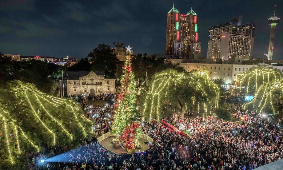 downtown san antonio is aglow during the 32nd annual h e b tree lighting and the ford holiday