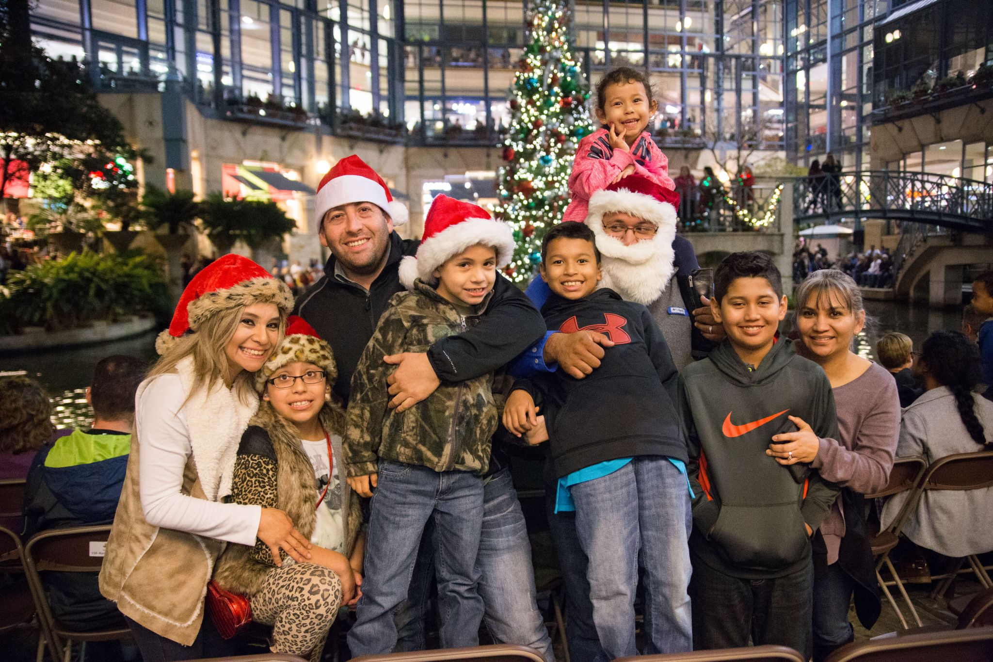 Heb Hours Christmas Eve.H E B Christmas Tree Ceremony Moves To Travis Park San