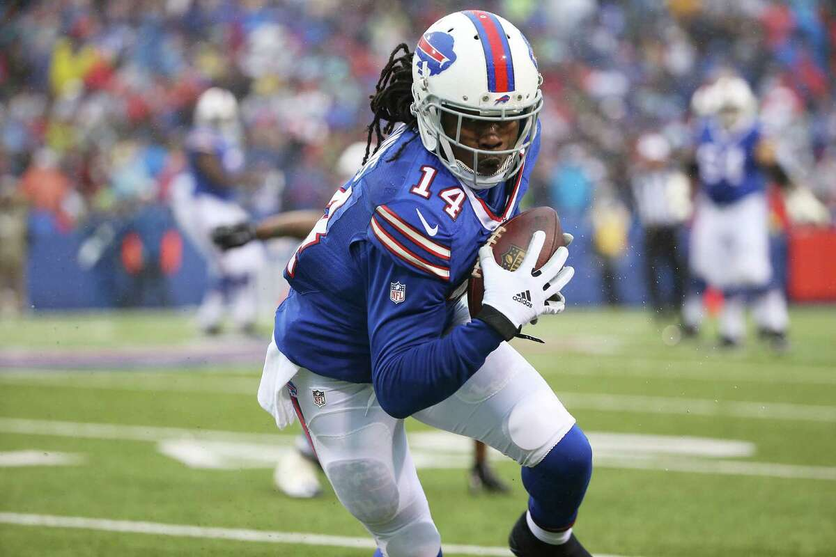 ORCHARD PARK, NY - DECEMBER 27: Sammy Watkins #14 of the Buffalo Bills makes a catch against the Dallas Cowboys during the second half at Ralph Wilson Stadium on December 27, 2015 in Orchard Park, New York. (Photo by Tom Szczerbowski/Getty Images) ORG XMIT: 587463017