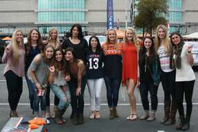 Fans get ready to cheer on the Roadrunners as UTSA takes on UNC-Charlotte on Saturday, Nov. 26, 2016 at the Alamodome.