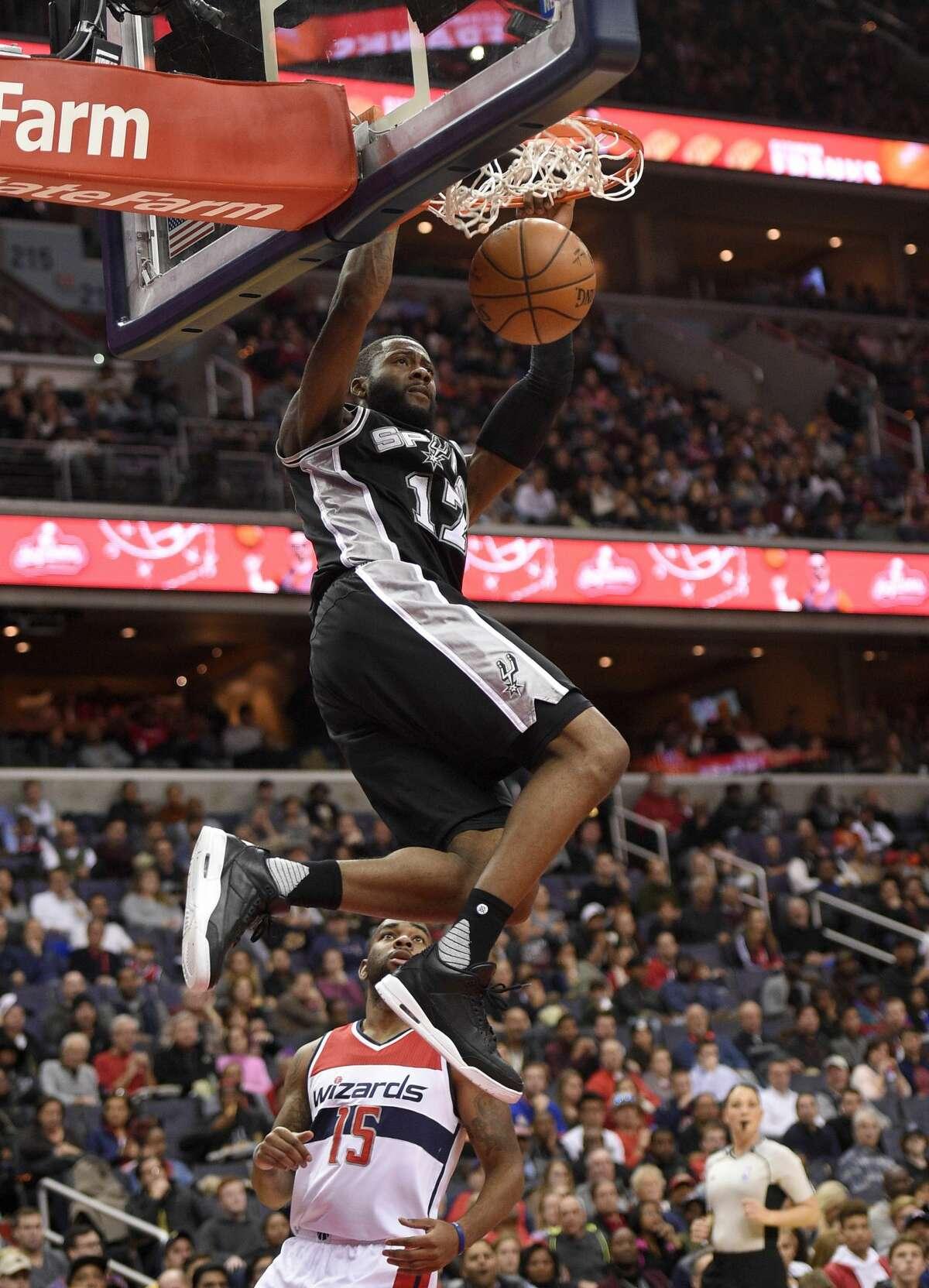 San Antonio Spurs guard Jonathon Simmons (17) dunks against Washington Wizards guard Marcus Thornton (15) during the second half of an NBA basketball game, Saturday, Nov. 26, 2016, in Washington. The Spurs won 112-100. (AP Photo/Nick Wass)