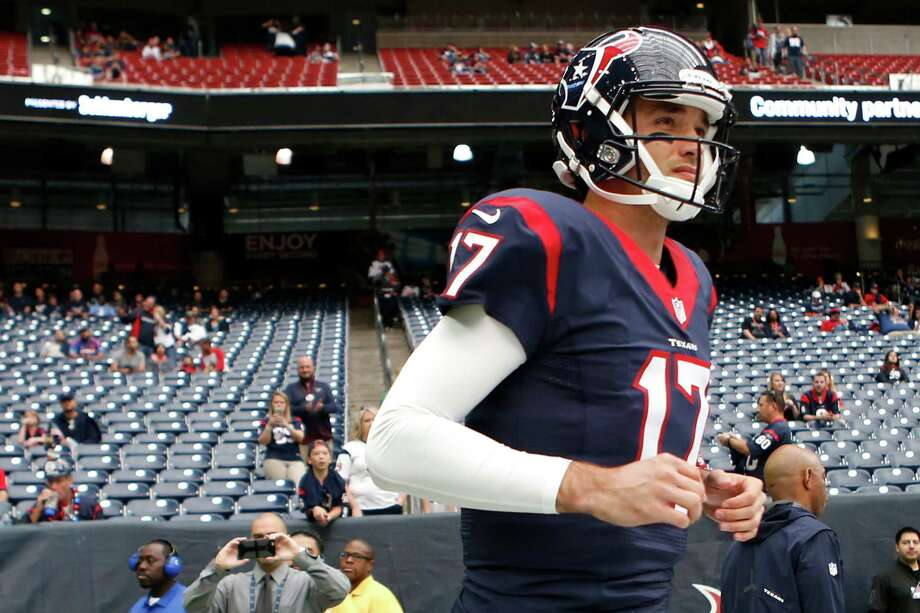 Houston Texans quarterback Brock Osweiler runs onto the field to warm up before an NFL football game against the San Diego Chargers at NRG Stadium on Sunday, Nov. 27, 2016, in Houston. Photo: Brett Coomer, Houston Chronicle / © 2016 Houston Chronicle