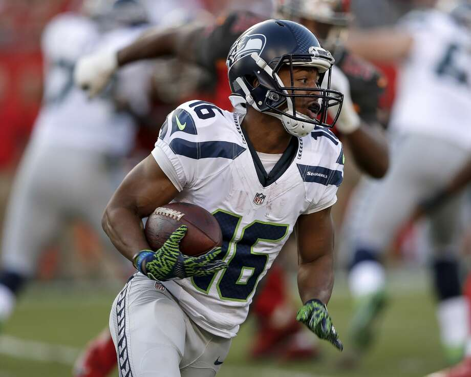 Wide Receiver Tyler Lockett #16 of the Seattle Seahawks on a running play during the game against the Tampa Bay Buccaneers at Raymond James Stadium on November 27, 2016 in Tampa, Florida. The Bucs defeated the Seahawks 14 to 5. (Photo by Don Juan Moore/Getty Images) Photo: Don Juan Moore/Getty Images