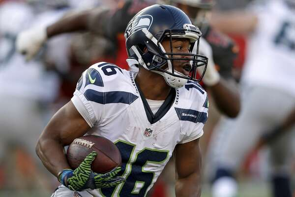 Wide Receiver Tyler Lockett #16 of the Seattle Seahawks on a running play during the game against the Tampa Bay Buccaneers at Raymond James Stadium on November 27, 2016 in Tampa, Florida. The Bucs defeated the Seahawks 14 to 5. (Photo by Don Juan Moore/Getty Images)