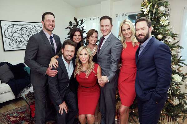 """Tiffani Thiessen and her husband, Brady Smith, host a holiday party for their friends, Mark-Paul Gosselaar and his wife, Catriona, Tim and Elisa DeKay, and Jason and Naomi Priestly for """"Christmas at Tiffani's"""" on the Cooking Channel."""