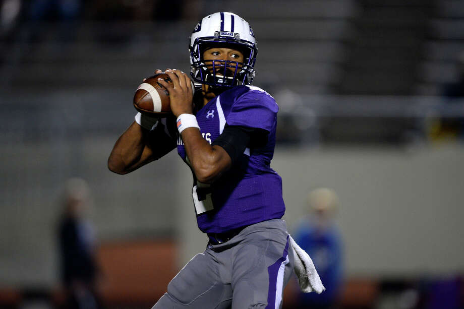Port Neches-Groves quarterback Roschon Johnson passes against College Station at Stallworth Stadium in Baytown on Friday night.  Photo taken Friday 11/25/16 Ryan Pelham/The Enterprise Photo: Ryan Pelham / ©2016 The Beaumont Enterprise/Ryan Pelham