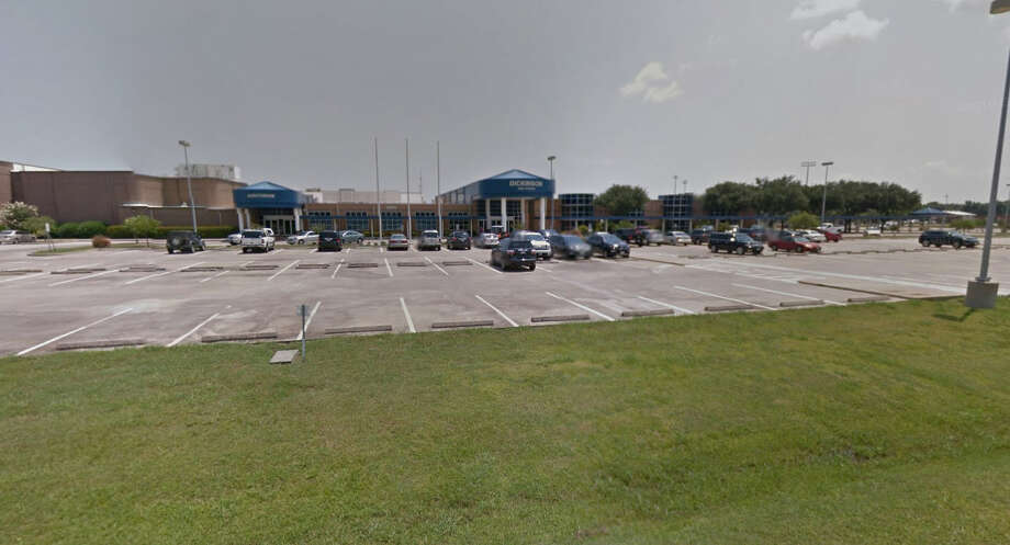 A Dickinson High School teacher resigned after being accused of being in an inappropriate relationship with a student, according to a Dickinson ISD spokeswoman. Photo: Google Maps