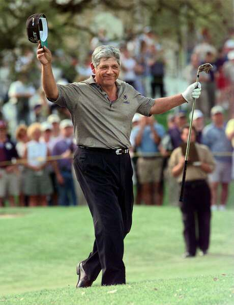 SPORTS Dominguez 3-29-98 Lee Trevino reacts to the crowd at the 18th hole right before his last stroke. He won the Southwestern Bell Dominion Seniors tournament with a score of 11 under par. jerry lara/staff Photo: JERRY LARA, SAN ANTONIO EXPRESS-NEWS