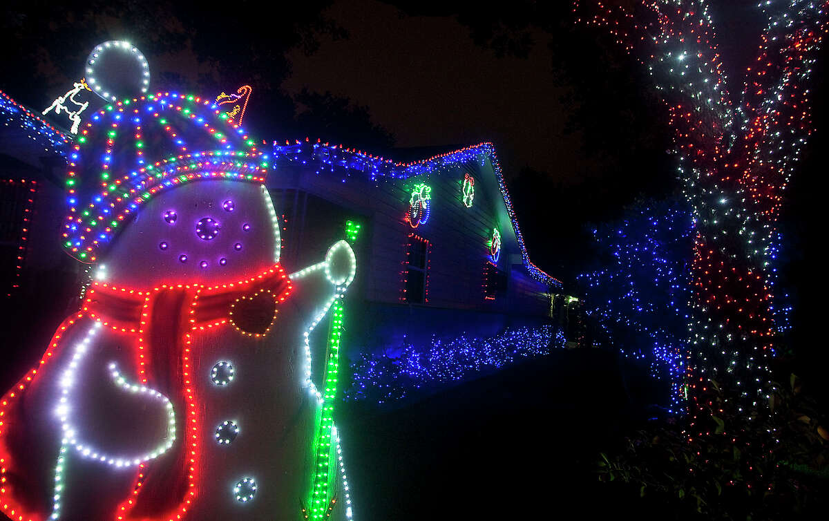 River OaksThe neighborhood's light displays make if one of the most popular places to tour lights during the holidays.
