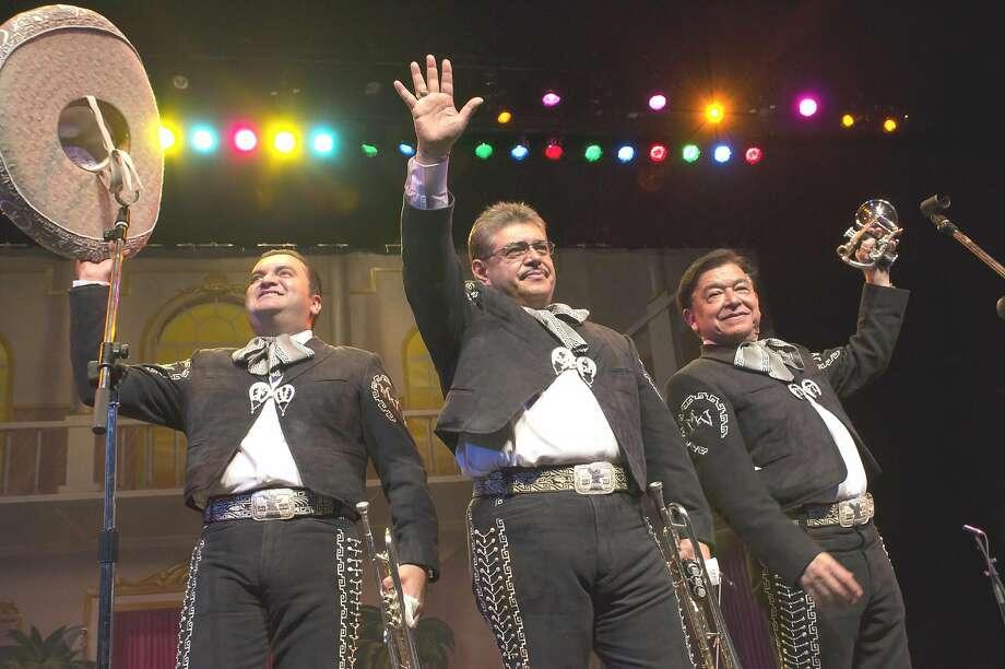 Unos de los integrantes del Mariachi Vargas de Tecalitl�n, de izquierda a derecha, Fernando Velasquez Gustavo Alvarado Federico Torres. Photo: Foto De Cortes�a
