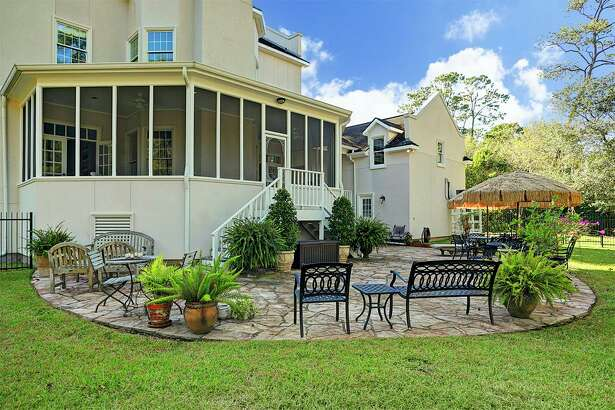 Home listing for a Charleston-inspired home at 903 Quaker Bend, in the center of Friendswood.