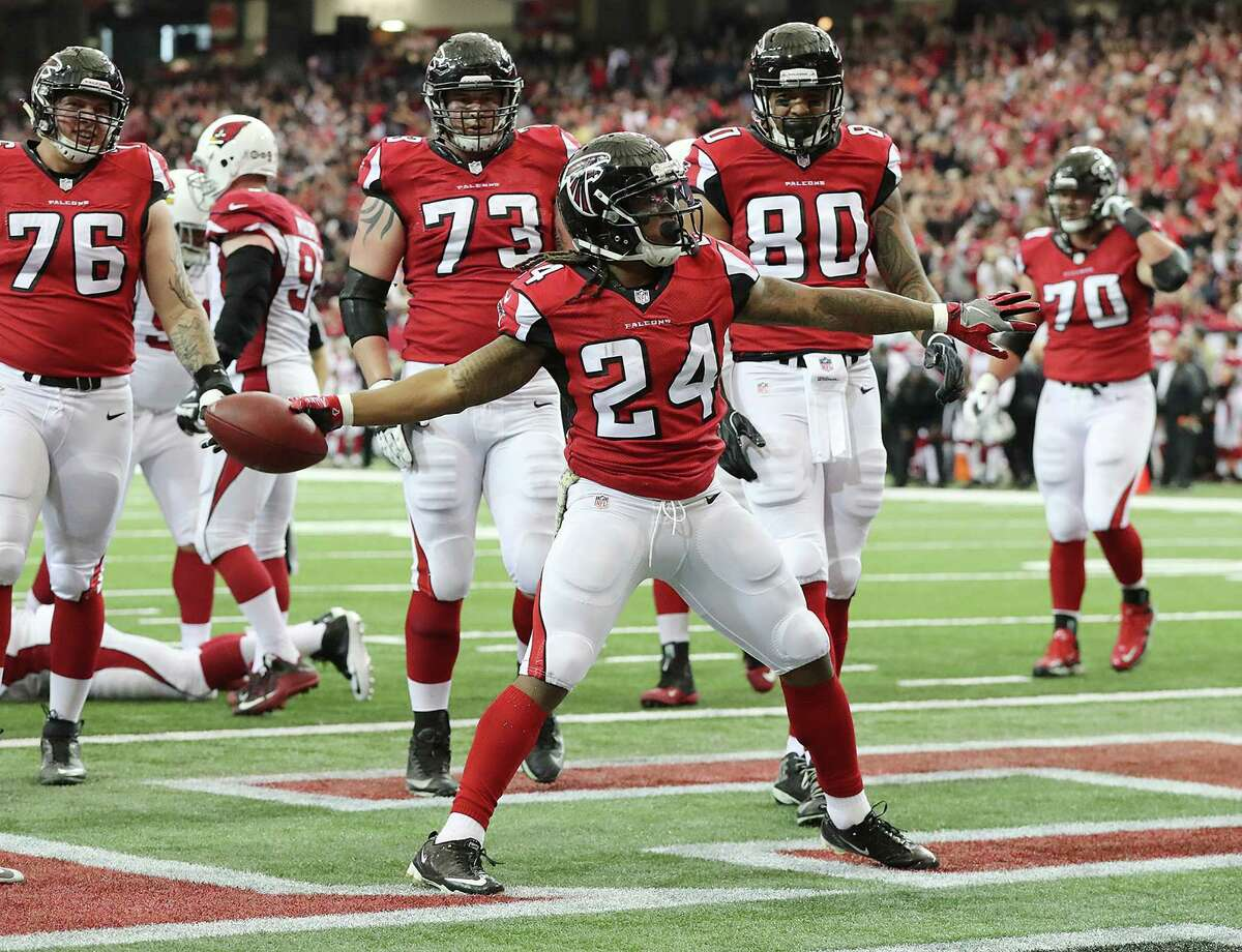 Atlanta Falcons' Devonta Freeman spikes the ball after scoring a touchdown against the Arizona Cardinals to tie the game 7-7 during the first quarter on Sunday, Nov. 27, 2016, in Atlanta, Ga. The Falcons beat the Cardinals 38-19.
