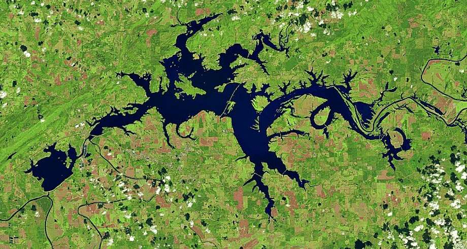 Before & after photos show devastating impact of drought in southeastern USWeiss Lake, Alabama (2015) Photo: File/NASA Via The Landsat Program