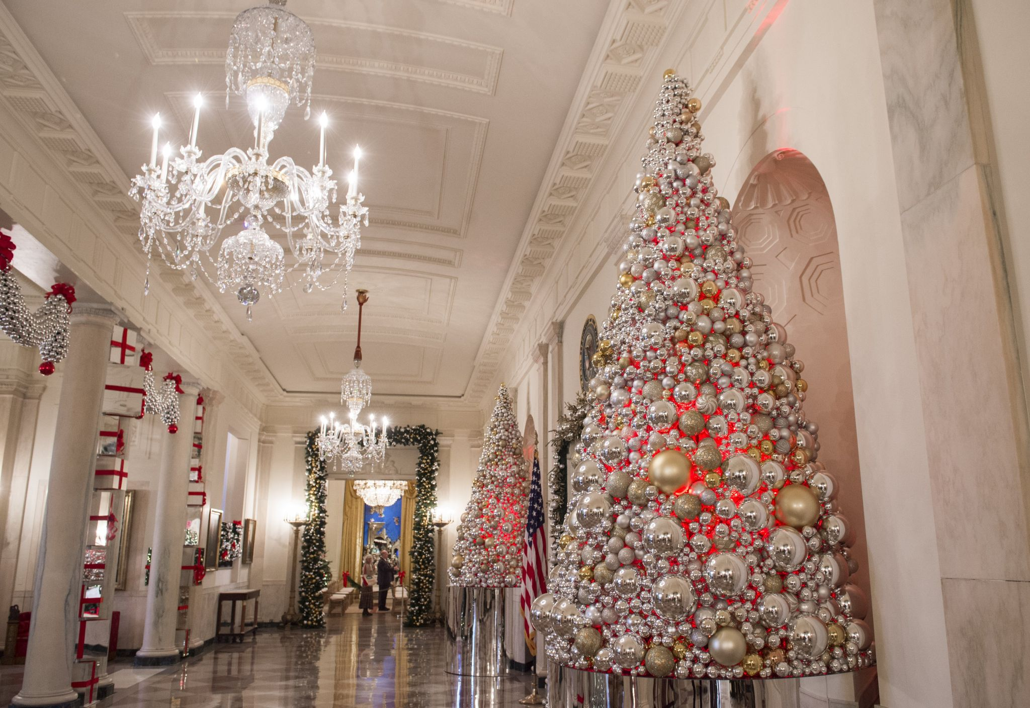 Photos white house christmas decorations 2016 houston for Christmas home decor 2016