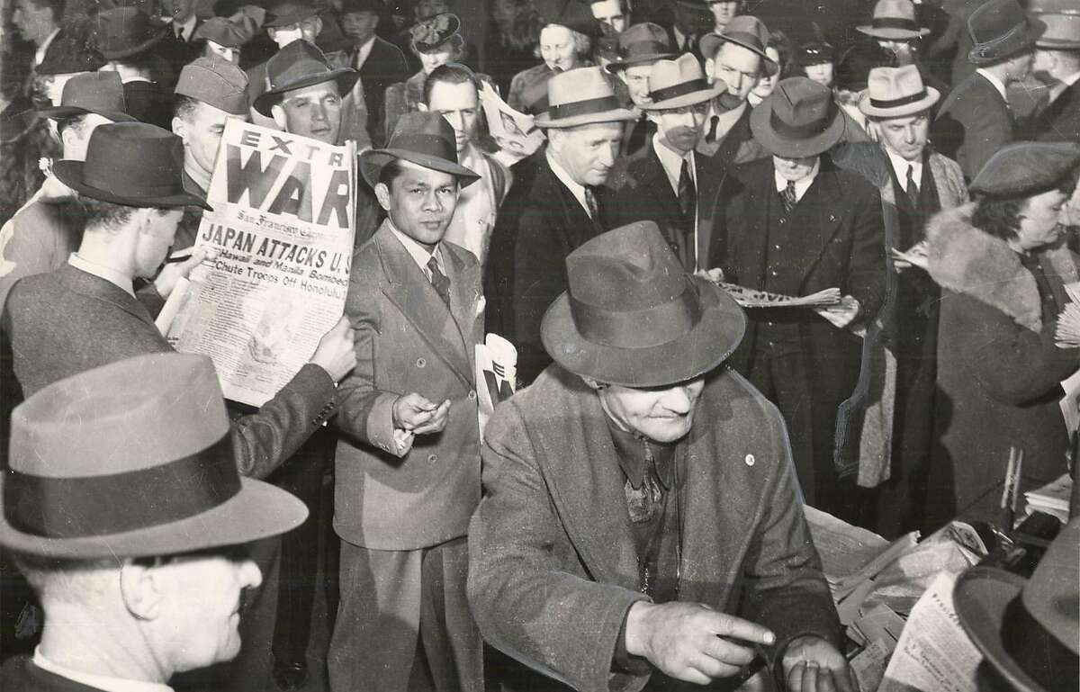 FP27-C-24MAY01-LV-HO WWII PEARL HARBOR DAY 1941 S.F. Selling newspapers on Market Street @ Eddy. CHRONICLE FILE PHOTO