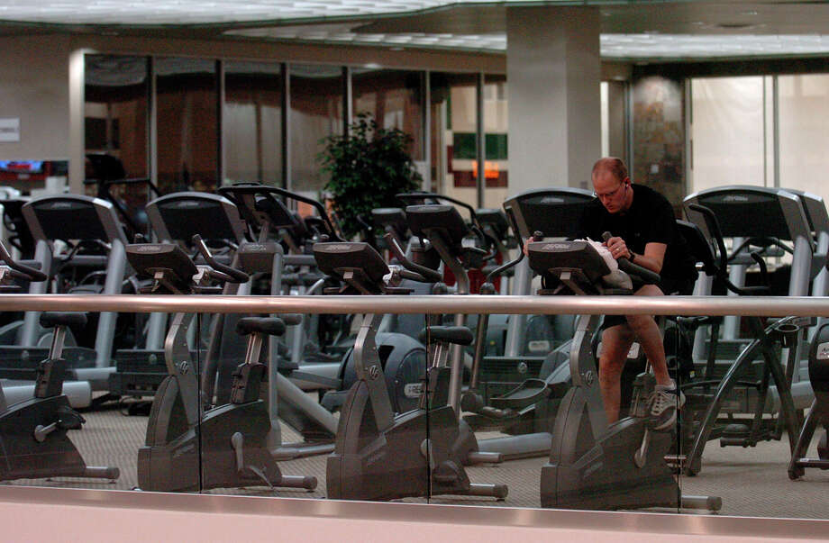 A Life Time fitness and tennis facility has opened at The Galleria mall in the former Galleria Tennis & Athletic Club space. Photo: BILLY CALZADA, STAFF / SAN ANTONIO EXPRESS-NEWS