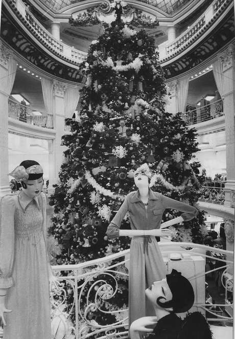 City of Paris, 1972: Mannequins with 40-foot-tall Christmas tree that rose to the rotunda. Photo: Joe Rosenthal, San Francisco Chronicle