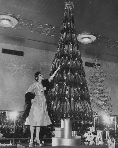 Christmas tree at I. Magnin in San Francisco Dec. 8, 1954. Photo: Barney Peterson, San Francisco Chronicle