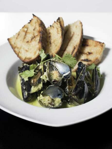 Thrilling entrees include mussels. Photo: Matthew Busch /For The Express-News / © Matthew Busch