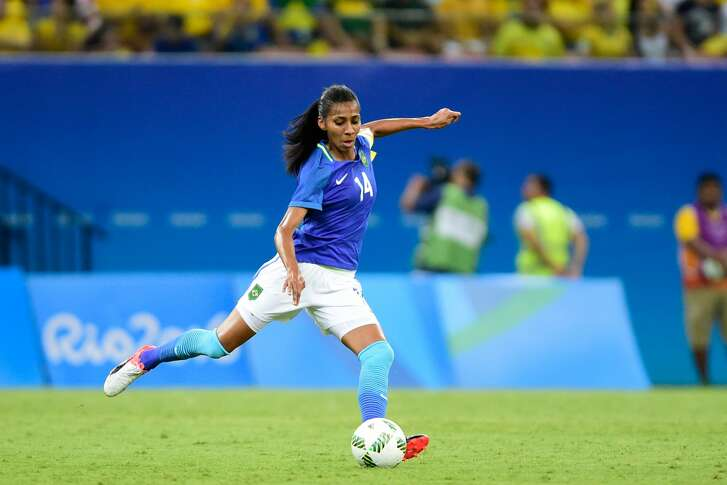 MANAUS, BRAZIL - AUGUST 09:  Bruna Benites player of Brazil in action during 2016 Summer Olympics match between Brazil and South Africa - Women's Football at Arena Amazonia on August 9, 2016 in Manaus, Brazil. (Photo by Bruno Zanardo/Getty Images)