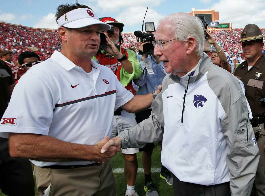 In this Oct. 15, 2016, file photo, Oklahoma head coach Bob Stoops, left, shakes hands with Kansas State head coach Bill Snyder following their NCAA college football game in Norman, Okla. Bob Stoops was a young defensive assistant when he joined the staff of new Kansas State head coach Bill Snyder way back in 1989. There are now 388 career victories between Snyder (200) and Stoops, who has won 188 games in 18 seasons as Oklahoma's coach.  (AP Photo/Sue Ogrocki, File) Photo: Sue Ogrocki, Associated Press / AP2016