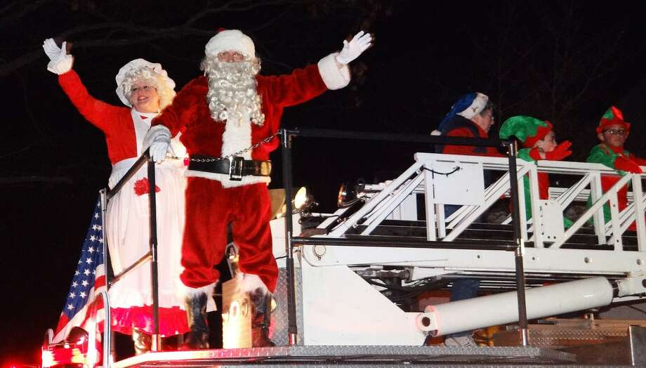 Santa and Mrs. Claus aboard a fire truck greet hundreds gathered on Town. The annual tree lighting ... & Tallest Christmas tree in Connecticut to be lit - Fairfield Citizen azcodes.com