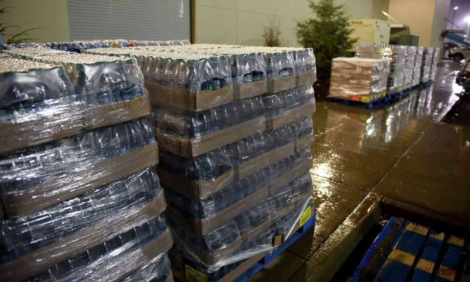 Donations of water and fluids  arrive for residents, displaced by the mandatory evacuations caused by the wildfires, gather at Rocky Top Sport World on US321 just outside of Gatlinburg, Tenn., Wednesday, Nov. 30, 2016. (Michael Patrick/Knoxville News Sentinel via AP) Photo: Michael Patrick, MBO / ©2016